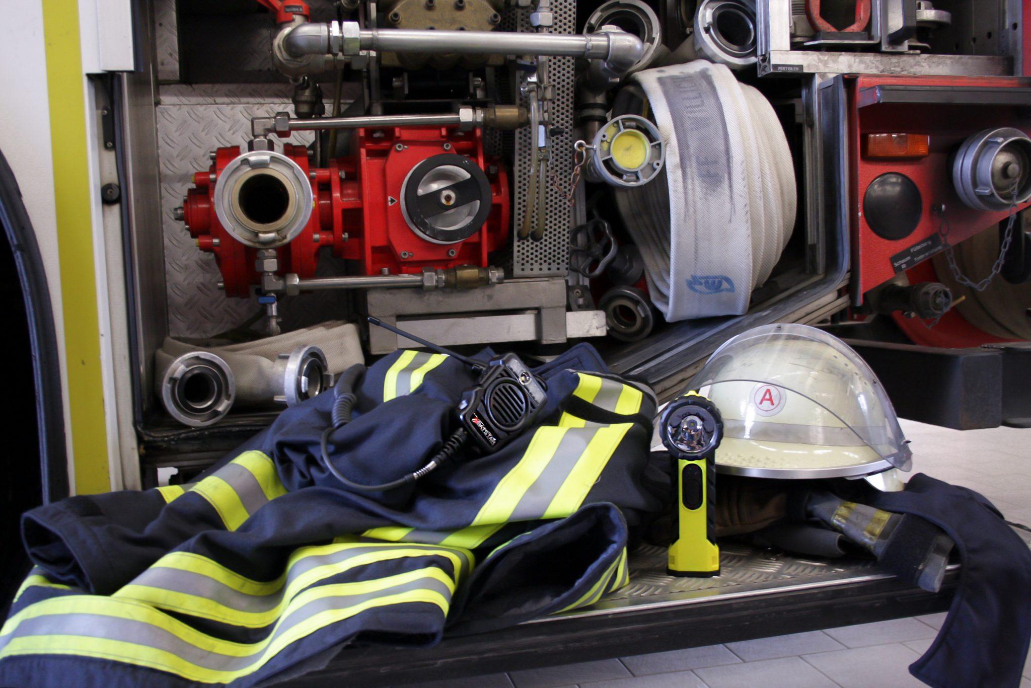 Behörden Polizei Feuerwehr Funkgeräte Handlampe; Lautsprecher Mikrofon, BATSTAR GmbH